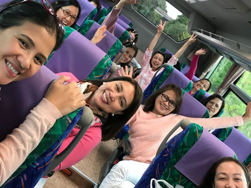 Go go guests in a bus bound for Kobe