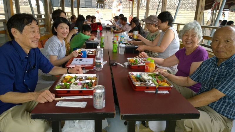 With a Chinese-American family on the cormorant-fishing-viewing boat on the Nagara river in Gifu