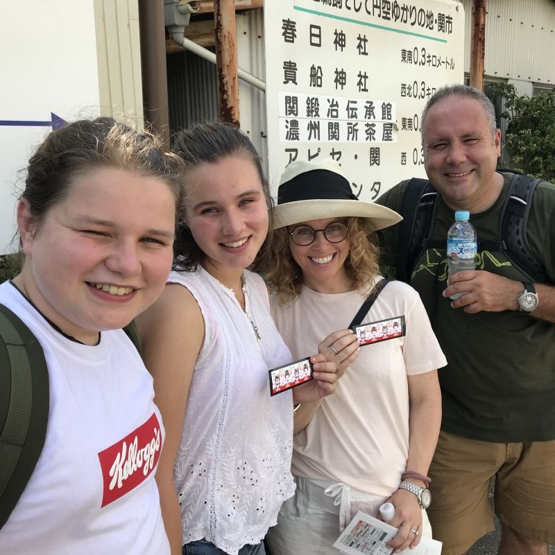 A lovely Canadian young family visited Seki, touring Swordsmith museum and buying some cutlery at shops.