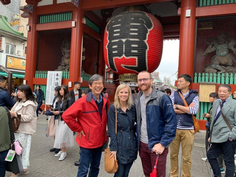 Kaminari-mon: The entrance gate to Senso-ji Temple in Asakusa  is called Kaminari-mon.  Kaminari means thunder in Japanese. Tourists never miss to take photos here.