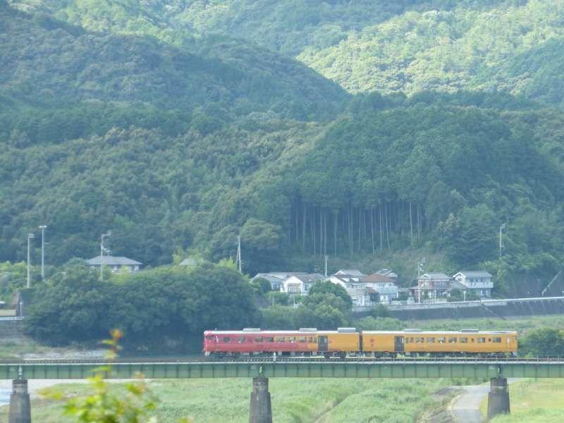 Iyonada Monogatari (a sightseeing train)  over the Hijikawa-River