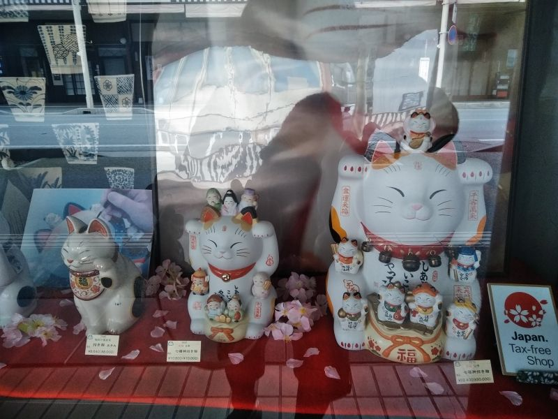 Maneki-neko are lucky beckoning cats, which are often made of ceramics. You can often see them at restaurants, shops and homes in Japan.