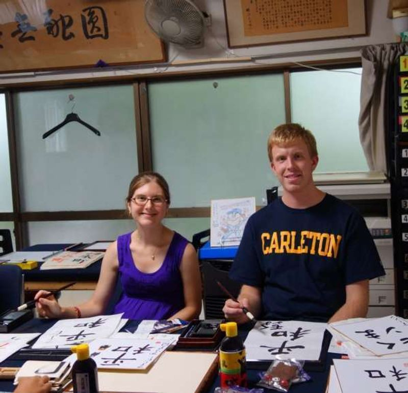 My guests from New York experiencedcalligraphy in Kumamoto.  You can also experience a tea ceremony, cooking, etc.