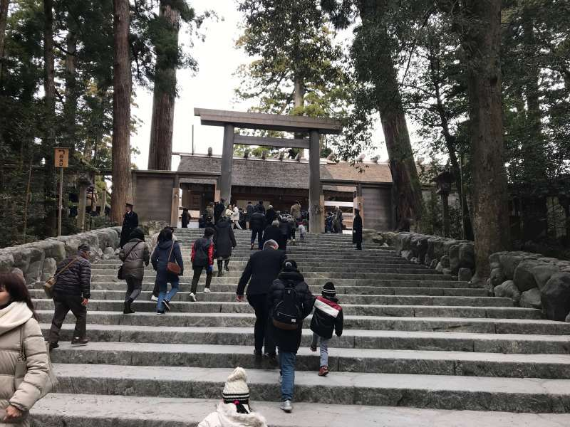 We can visit Ise, the most sacred temple in Japan with a 2,000 year heritage