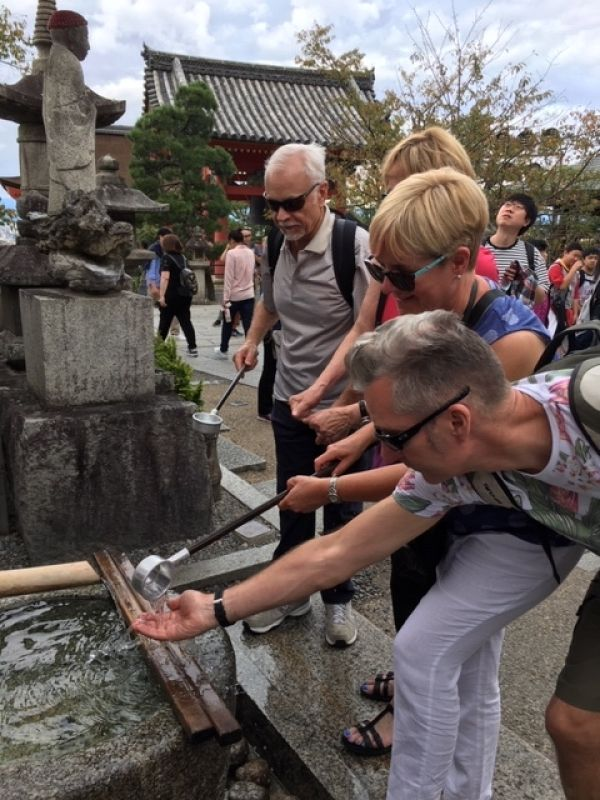 Experience of purifying oneself at Fushimi Inari Shrine in Kyoto. Firstly, scoop some water with a ladle by your right hand and then pour some water over your left hand. Next purify your right hand. Secondly, rinse your lips slightly with water by your left hand. Finally, put the ladle where it was.