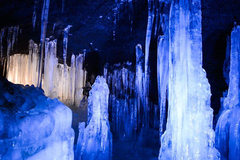 Narusawa lce Cave/Fugaku Wind Cave