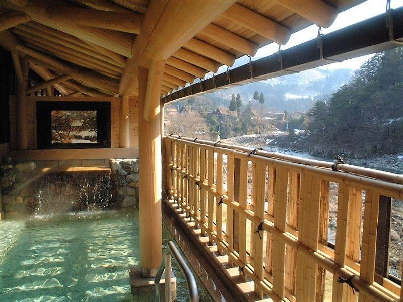 Natural Onsen – Shirakawa-go no Yu