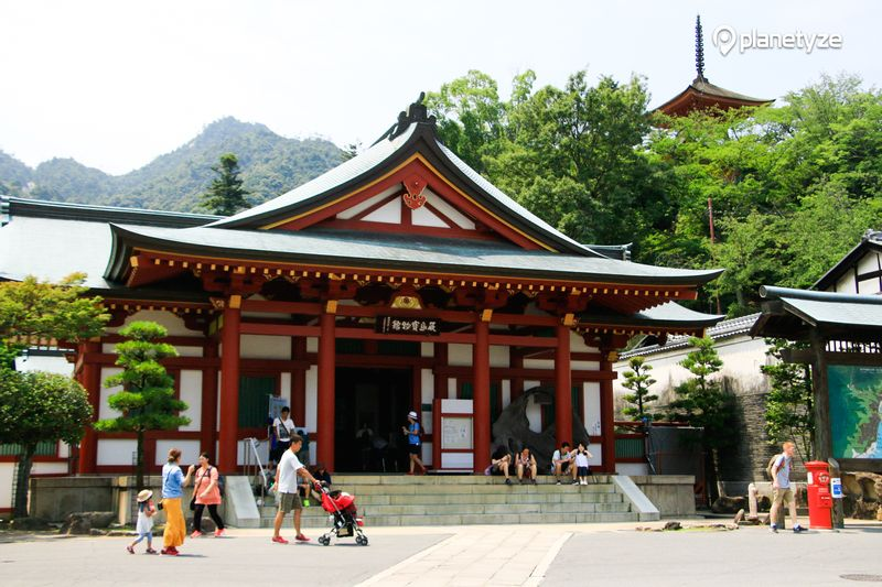 Homotsu-kan (Treasure Hall)