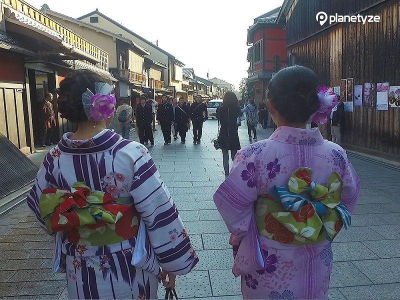 Hanami Koji Street