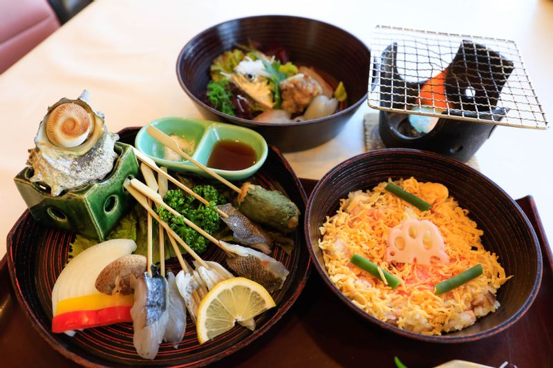 Tateyama Aburi Kaisen Don (Broiled Seafood Bowl)