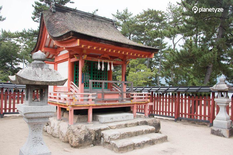 Kiyomori Shrine and Nishi-Matsubara