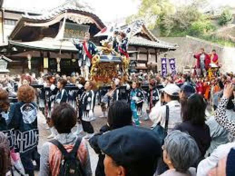 Dogo Onsen festival is held every March with a lot of people.