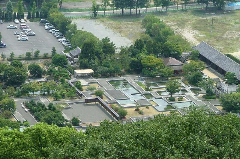 This Ninomaru or outer citadel is good place to know feudal lord's life in those days.