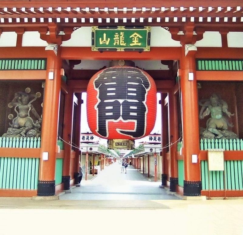 Asakusa: Kaminarimon - Thunder gate and Nakamise street