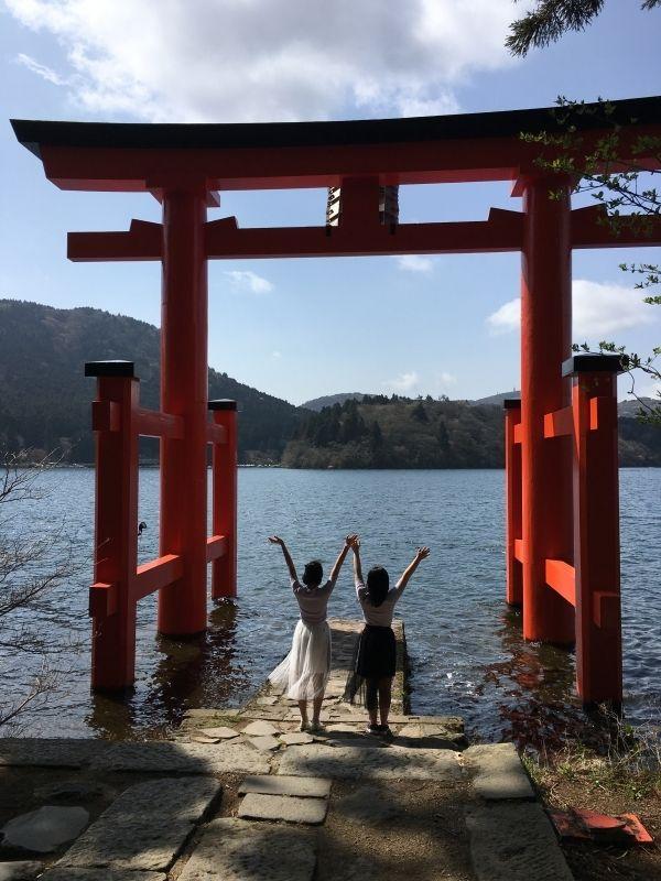 With the red shrine gate of Hakone Shrine. Feel so spiritual!!