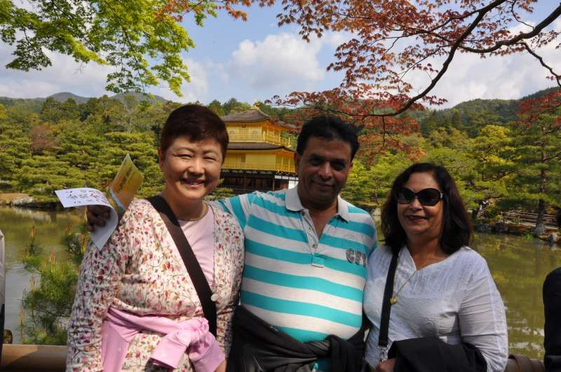 At Kinkakuji Temple (金閣寺), the Golden Pavilion in Kyoto.
