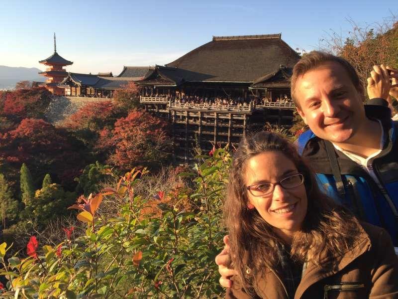Kiyomizudera es famoso por su terraza. En su recinto y su alrededor hay muchas cosas para disfrutar.