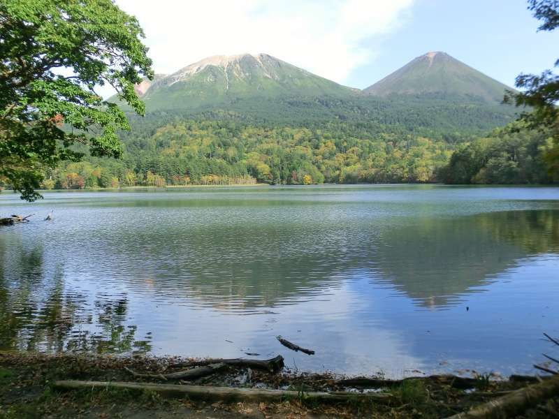 Mt.Meakan, which is said to be one of the best 100 mountains in Japan, is reflected on the Lake 'Onneto'. This is one of the most beautiful spots in Akan Mashu Naitonal Park.