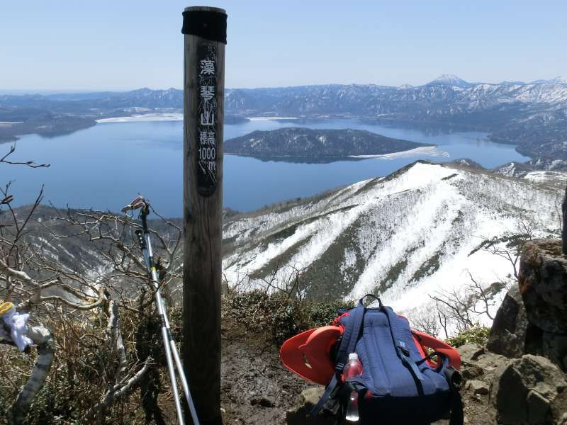 At the top of Mt.Mokoto (1,000m high) in spring. We can enjoy the view of Lake Kusharo, which is the largest crater lake in Japan. This area is designated as a part of Akan Mashu National Park. People enjoy snowshoeing in winter here.