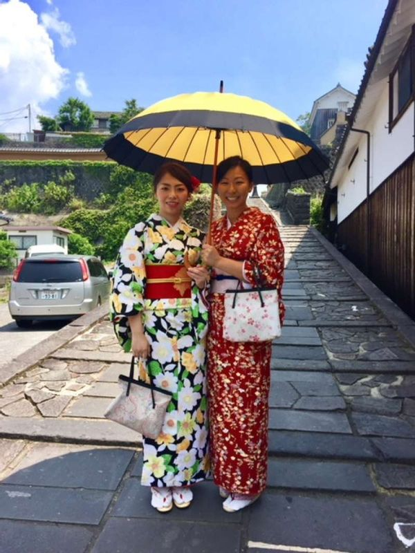 Wear Japanese traditional costumes, called,-Kimono, while strolling the streets. It's fantastic!