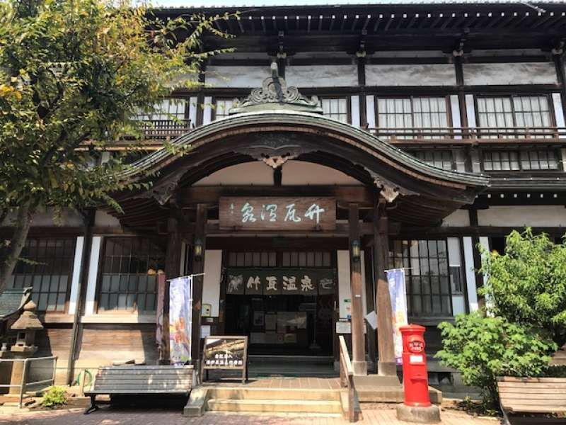 It is the entrance of Takegawara Onsen. It is a public bath and you can enjoy soak in and relax.