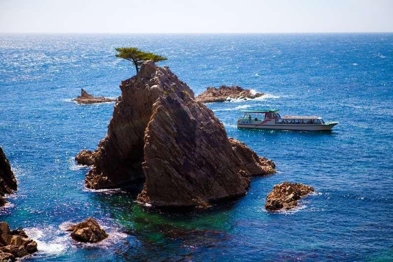 A sightseeing boat and Sengan Matsushima. Uradome sea coast