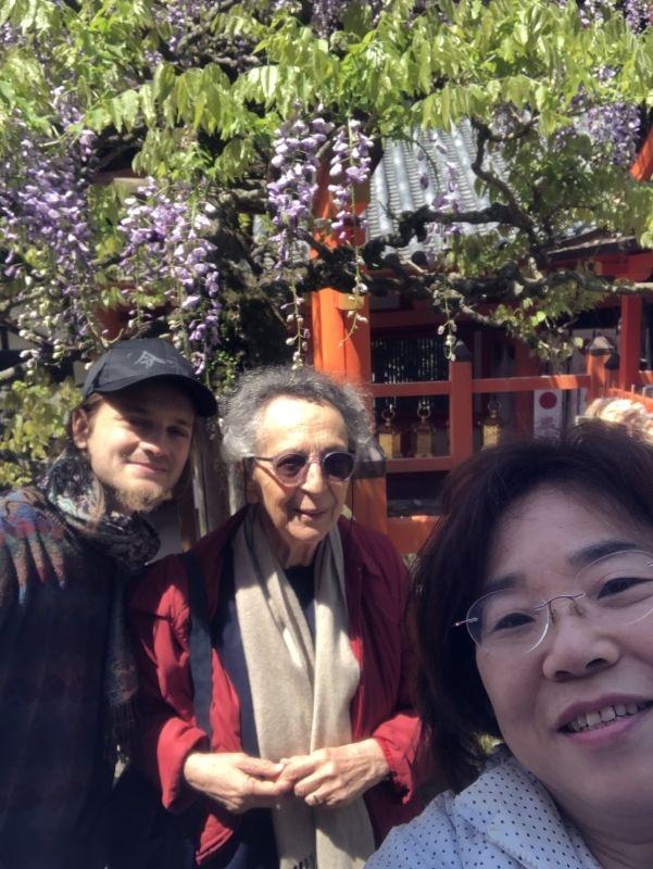 With whisteria in Kasugataisha