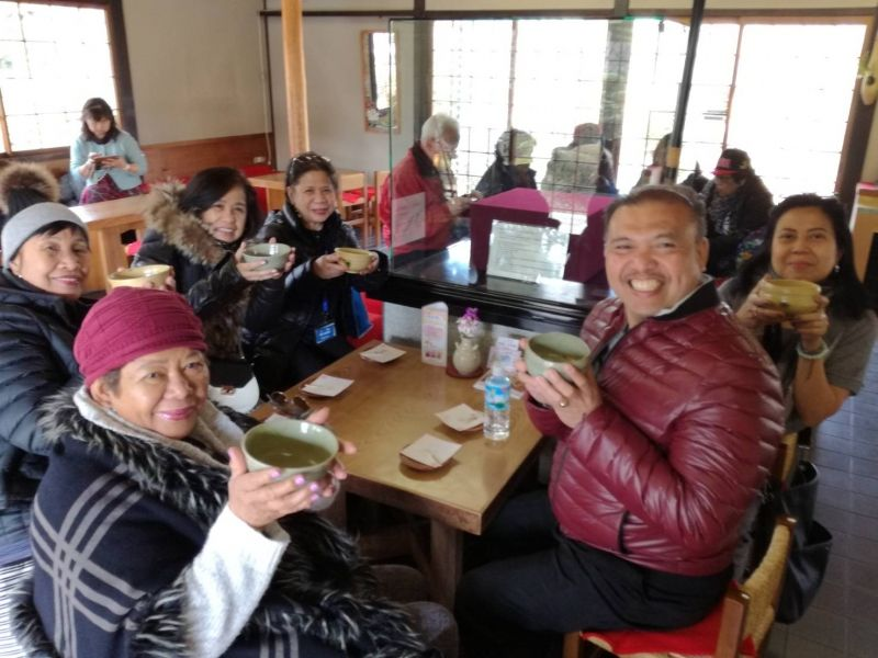 Maccha experience in Nagoya Castle! They really love pure Maccha and Japanese sweets!