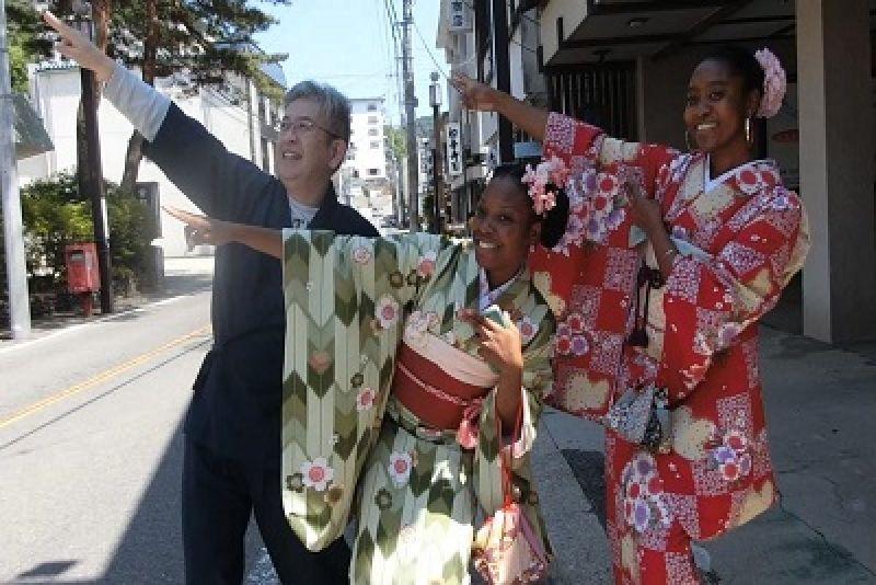 walk in old town eith kimono.