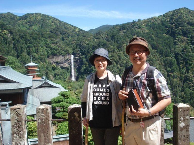 We visited one of the three greatest waterfalls in Japan.  Kegon waterfall in Nikko, Fukuroda waterfall in Ibaraki prefecture. and this waterfall.  This is called Nachi waterfall in Wakayama prefecture.