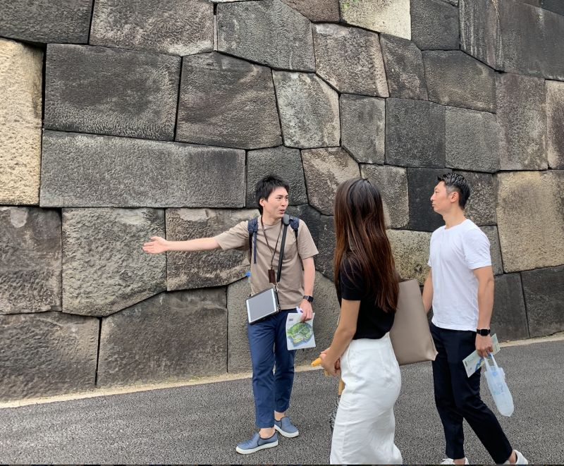 Guiding around stonewalls in Edo Castle (Current Imperial Palace)