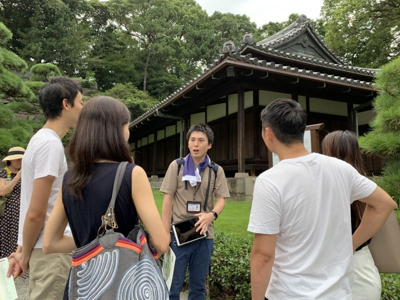 With the guard house in Edo Castle (Current Imperial Palace)