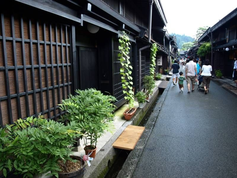 This is Takayama. In Takayama, you can see Japanese old houses and enjoy Japanese beef called HIda beef.