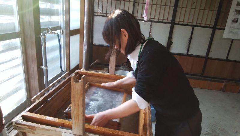 making washi Japanese paper in Uonuma