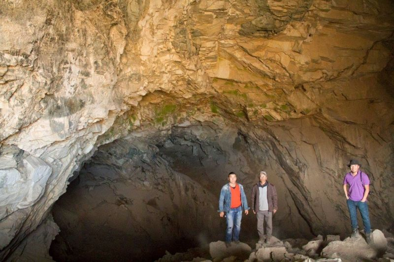 it is said that ancient people used to live in this huge cave thousand years ago... why don`t you try to look at it ?