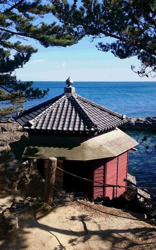 Rokkaku-do,a hexagonal wooden retreat built by Tenshin Okakura