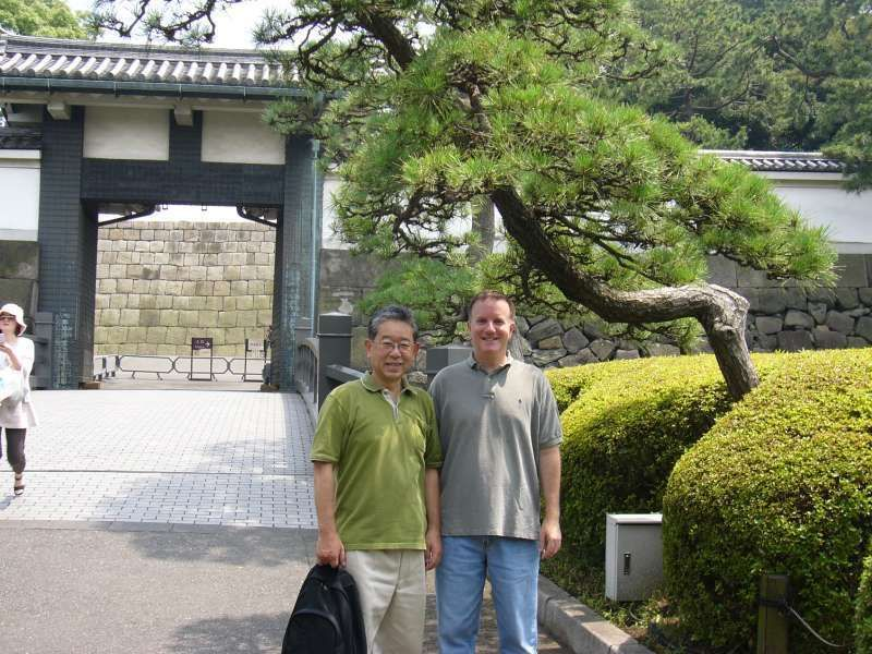 At Hirakawa-mon of the palace with the guest from US.