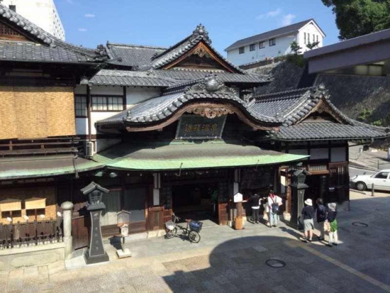 Fachada del balneario de Dogo Onsen