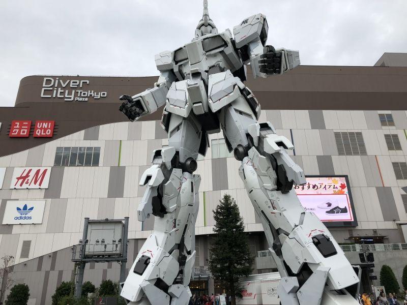 Gundam statue in Odaiba
