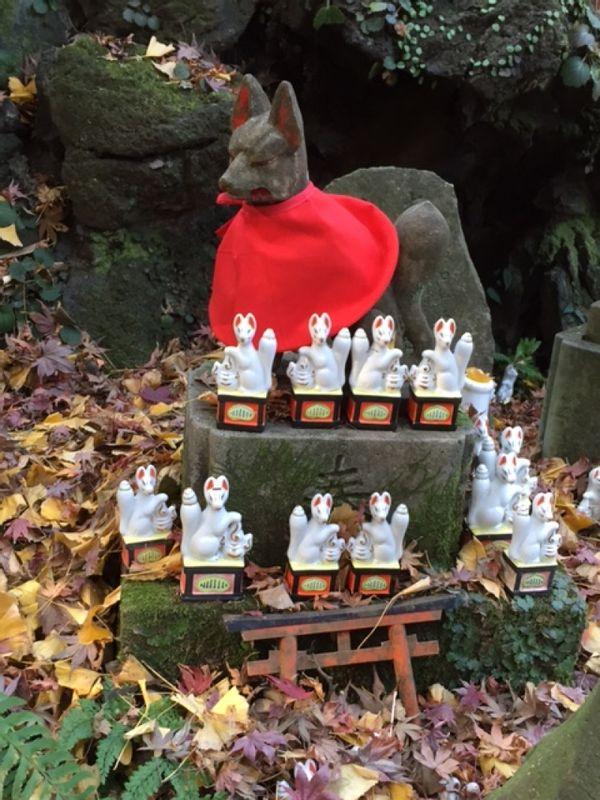 dedicated fox statues at Sasueke shrine in Kamakura