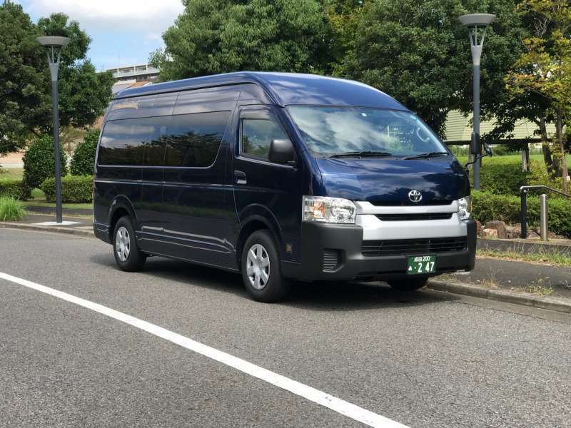 Toyota Hiace Commuter (up to 14 people)shuttlorsightseeing