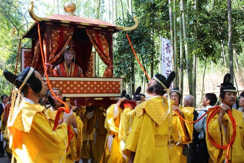 I can also take you to the traditional festivals during the tour.