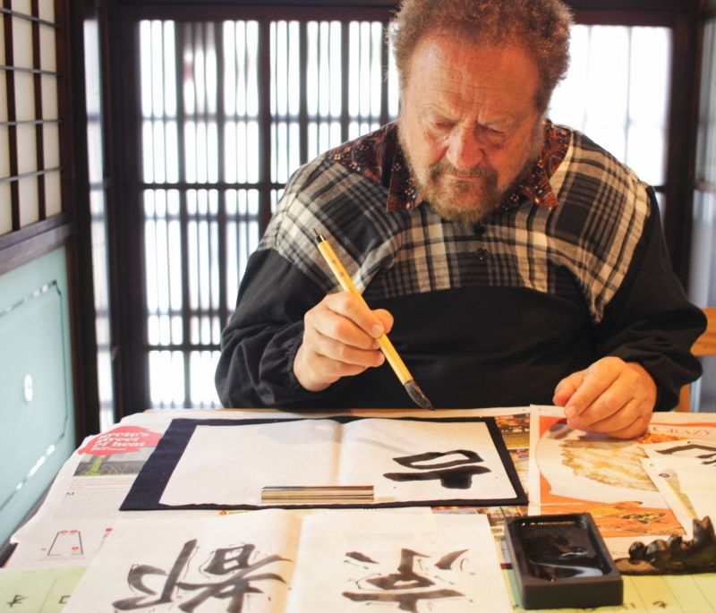 If you are single traveler, I can organize a private calligraphy lesson for you.