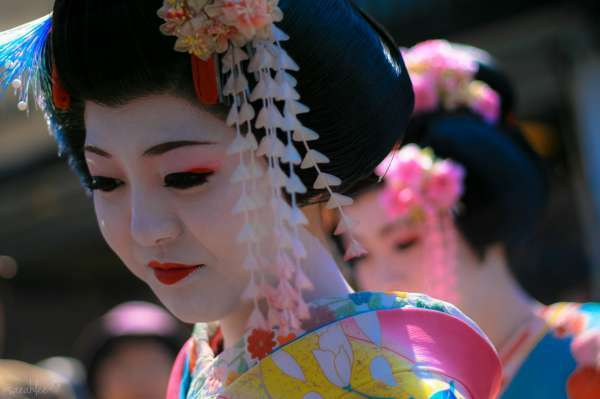 4 Essential Spots to Catch a Glimpse of a Geisha