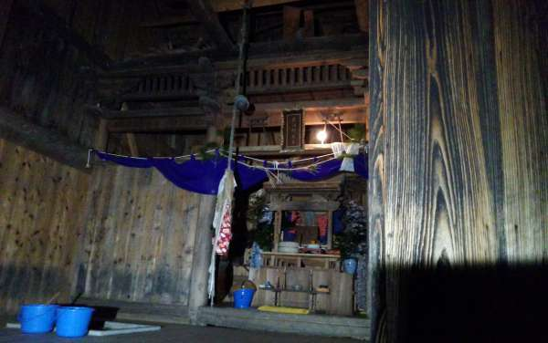 "New Year's Shrine Ritual in Sado called  ""Do-oshi""  ( pushing one's torso? )"