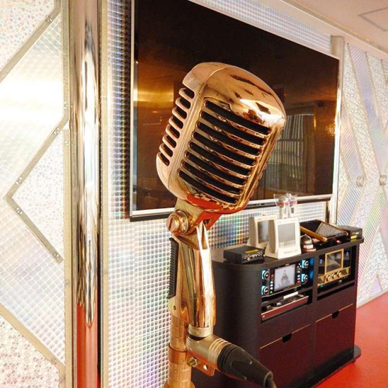 Going to a Karaoke in Japan