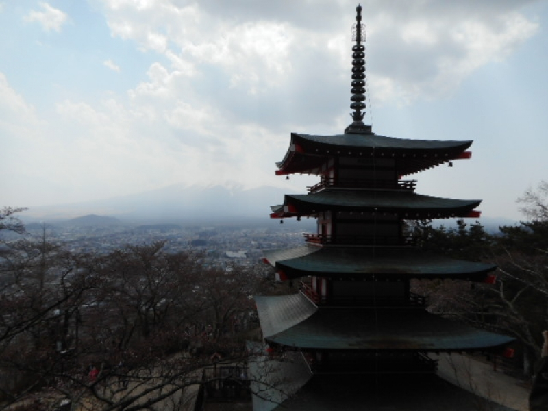 You cannot travel easily from Hakone to Mount Fuji area