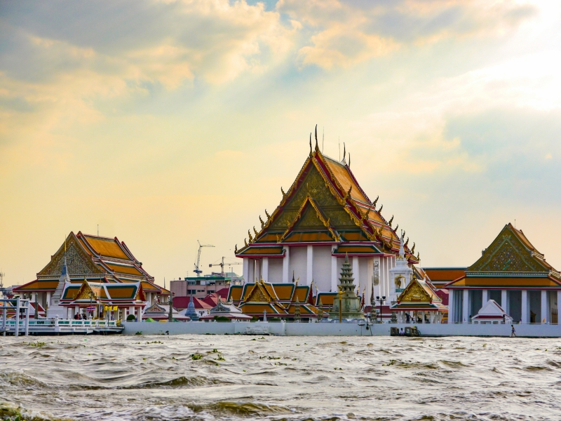 Hire a Private Tour Guide in Bangkok: Pros and Cons