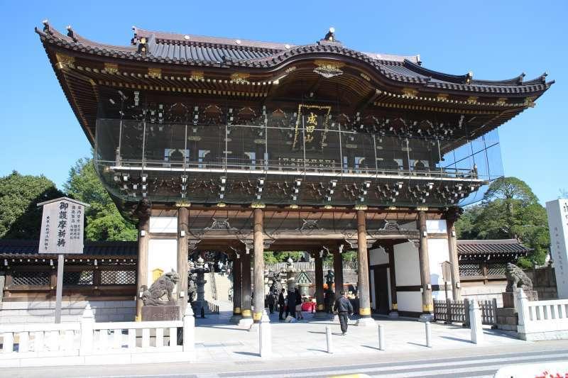 So-mon (Main Gate) is approx. 15 m high.