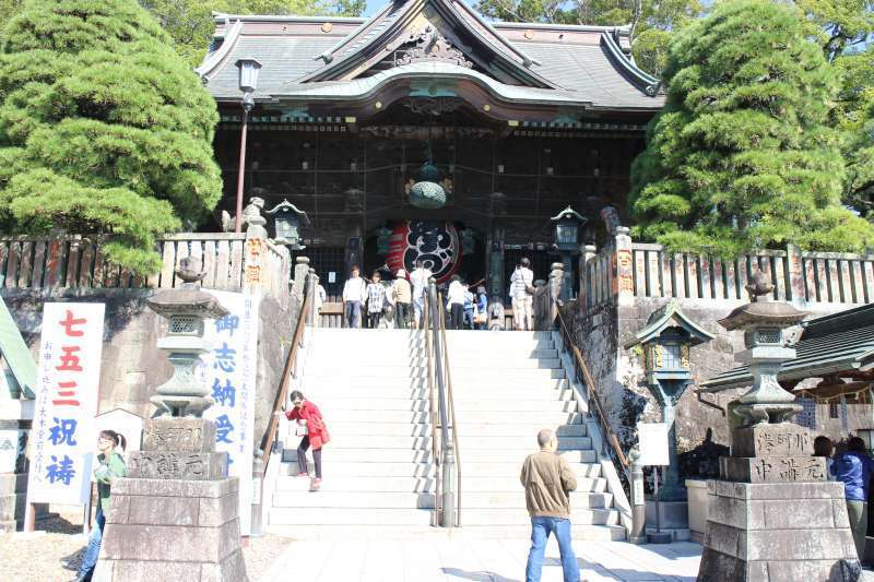 Niomon Gate, Important Cultural Property. There are two imposing statues on both sides to protect the temple.